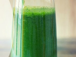Featured Recipe: Green Thunder Smoothie with a Dash of Sunshine!